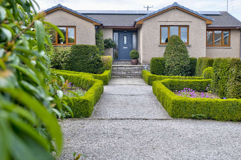 3 Bedrooms Detached Bungalow for sale in 8 Meadow Close, Bowston, Kendal