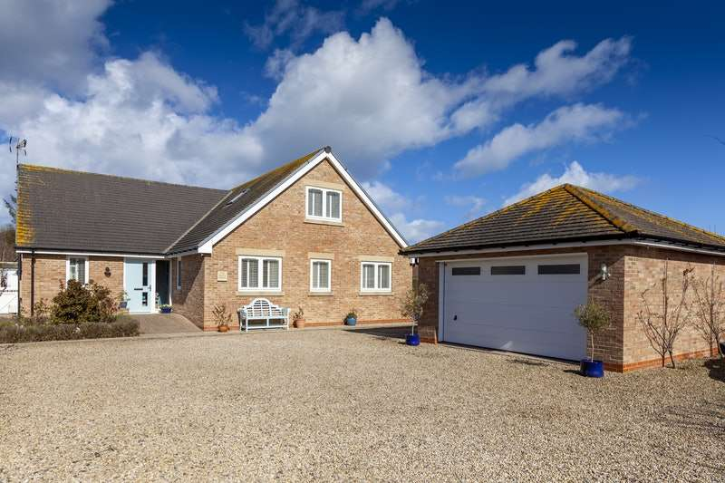 4 Bedrooms Detached House for sale in Windmill Hill, Morpeth, Northumberland, NE61
