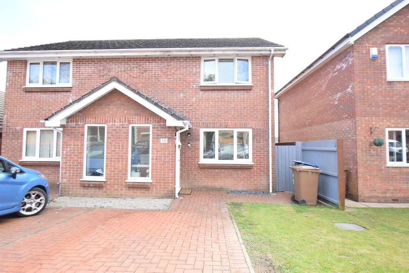 2 Bedrooms Semi Detached House for sale in Kingswood Close, HENGOED