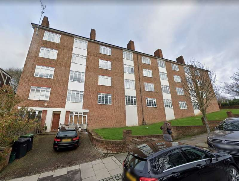 2 Bedrooms Flat for rent in Risborough Close, Muswell Hill, N10