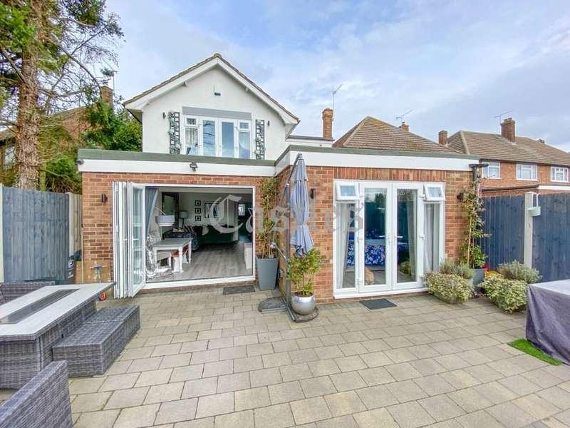 4 Bedrooms Property for sale in Mead Court, Waltham Abbey, Essex, EN9