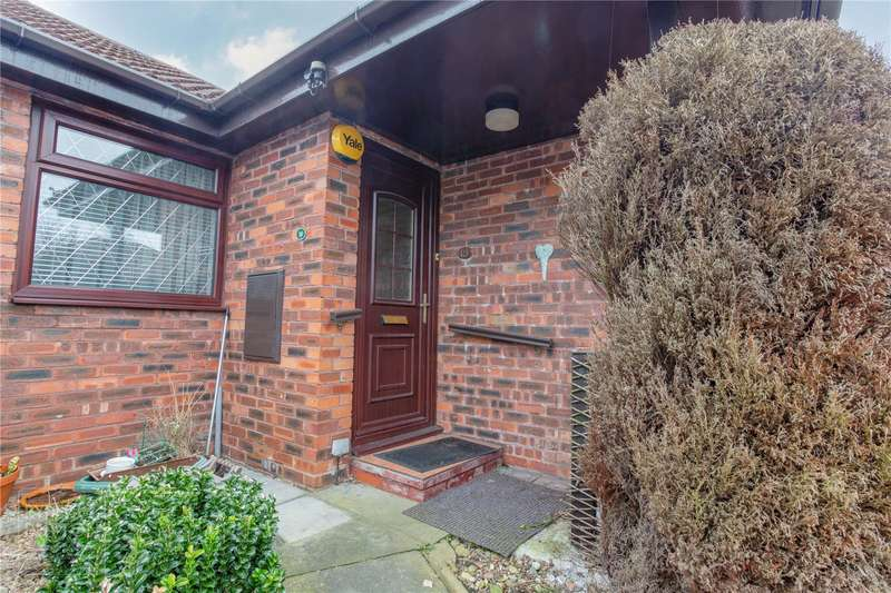 2 Bedrooms Terraced Bungalow for sale in Mulberry Close, Rochdale, Greater Manchester, OL11