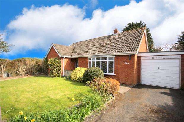 2 Bedrooms Detached Bungalow for sale in Stonebow Road, Drakes Broughton, Pershore