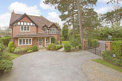 4 Bedrooms Detached House for sale in Rossett Green Lane, Harrogate, North Yorkshire, .