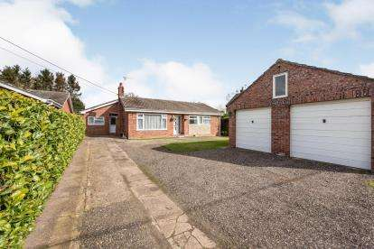 4 Bedrooms Bungalow for sale in Great Hockham, Thetford, Norfolk