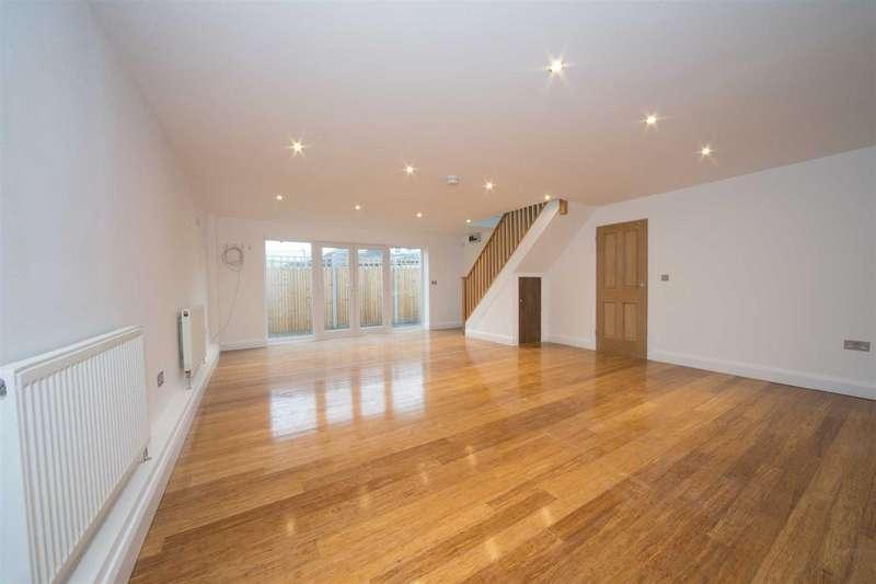 4 Bedrooms Detached Bungalow for sale in Poplar Avenue, Luton