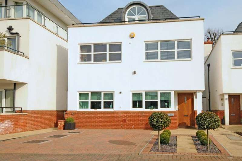 5 Bedrooms Detached House for sale in Surrey Close, Finchley, N3