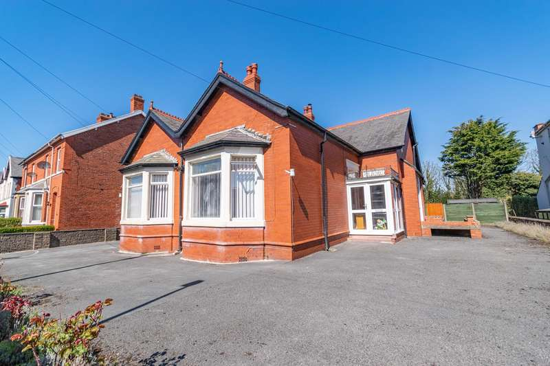 3 Bedrooms Detached Bungalow for sale in St Andrews Road South, Lytham St Annes, FY8