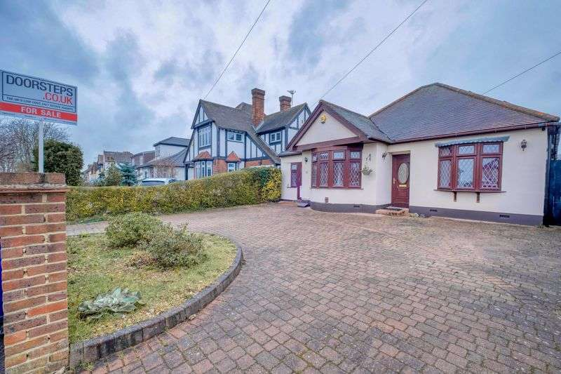 4 Bedrooms Property for sale in Chestnut Avenue, Grays