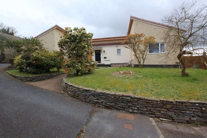 4 Bedrooms Property for sale in Castle Hill Gardens, Bodmin