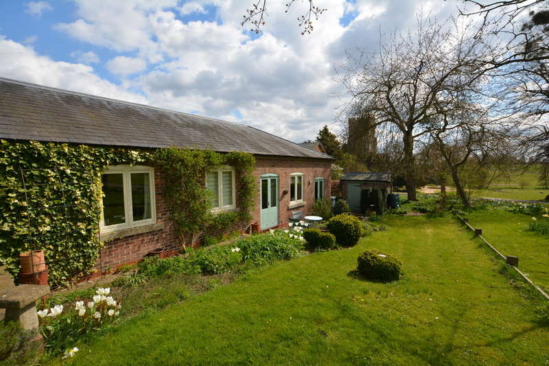 2 Bedrooms Semi Detached Bungalow for sale in Priory Road, Thurgarton