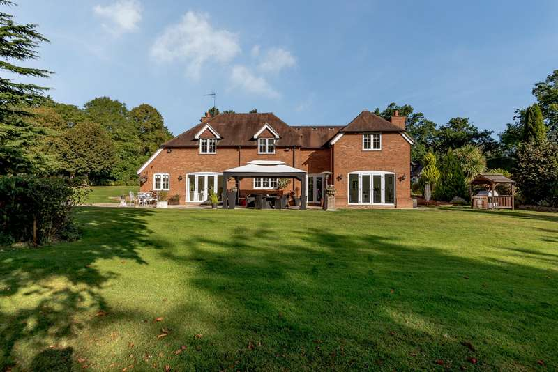 5 Bedrooms Detached House for sale in Lambs Lane, Swallowfield, Reading, Berkshire