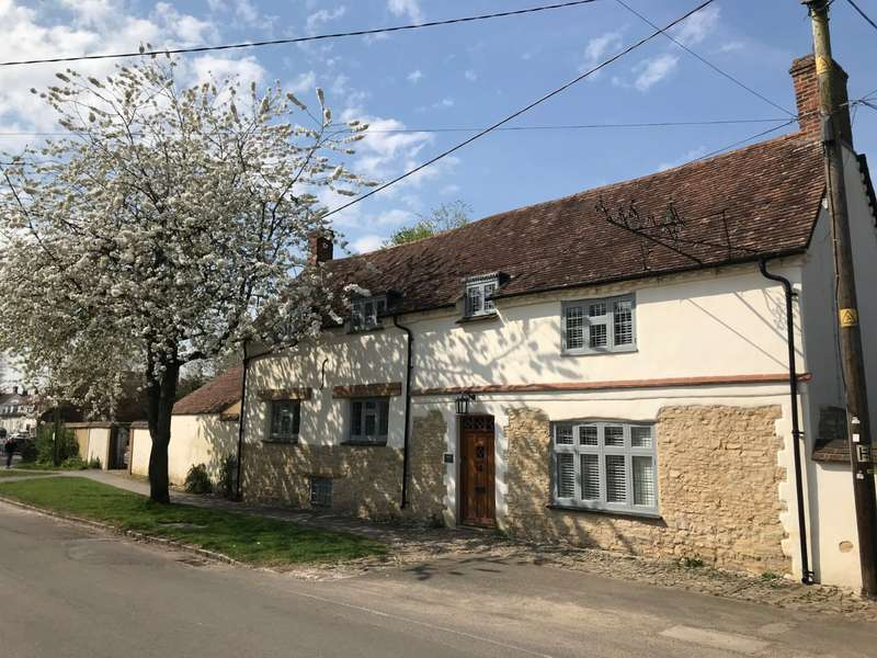 5 Bedrooms Detached House for sale in Churchway, Haddenham, Aylesbury