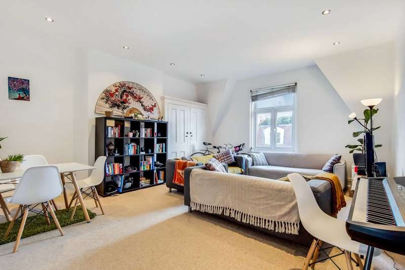 3 Bedrooms Flat for sale in Aberdare Gardens, South Hampstead, NW6