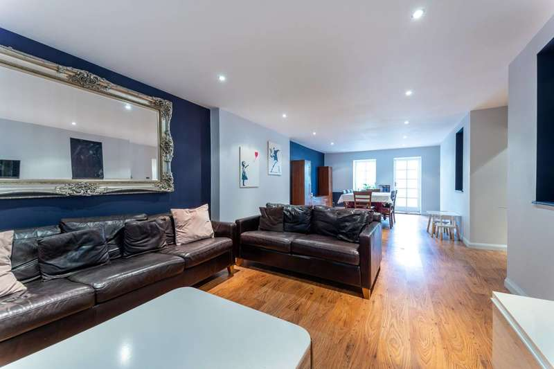 3 Bedrooms Flat for sale in Gipsy Hill, Crystal Palace, SE19