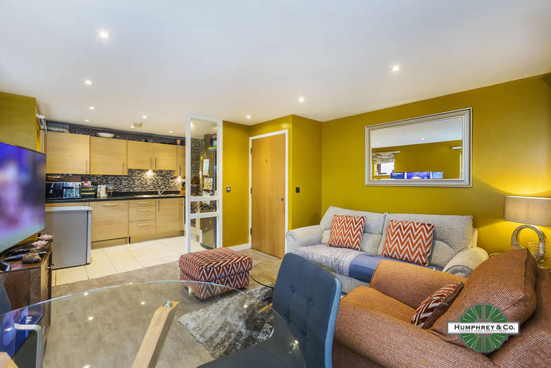 2 Bedrooms Flat for sale in Seddon Court, Brooklands Road, ROMFORD, RM7 7EB