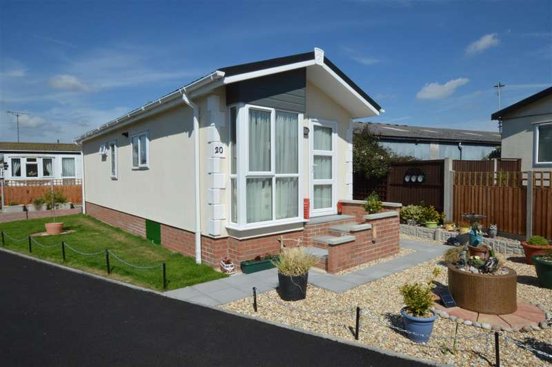 2 Bedrooms Park Home Mobile Home for sale in Lodge Park Homes, Tattershall