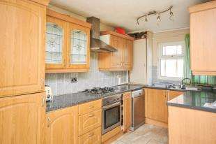 3 Bedrooms Terraced House for sale in Vaughan Williams Close, London