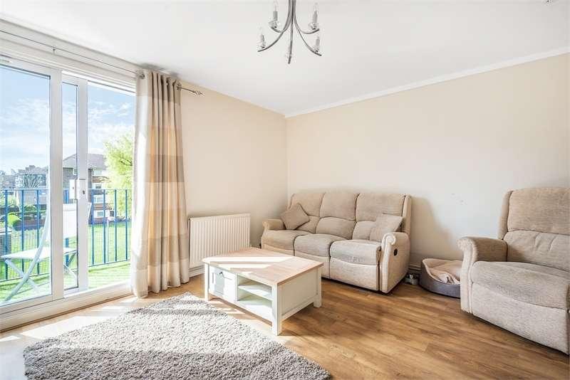 3 Bedrooms Flat for sale in Ramsfort House, Manor Estate, Roseberry Street, London, SE16