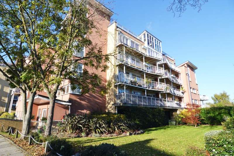 2 Bedrooms Apartment Flat for rent in Manor Road, Teddington, TW11