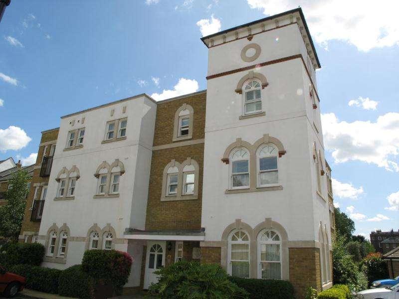 2 Bedrooms Apartment Flat for rent in Admiralty Way, Teddington, TW11