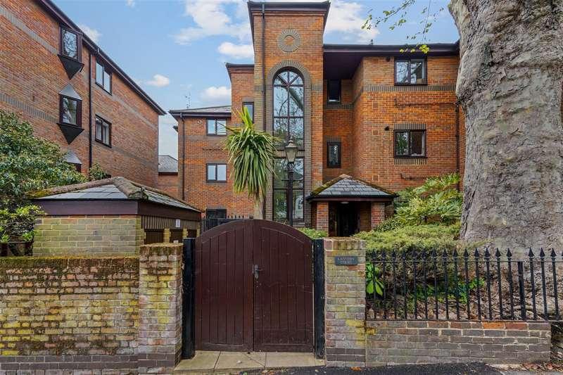 3 Bedrooms Flat for sale in Worple Road, London
