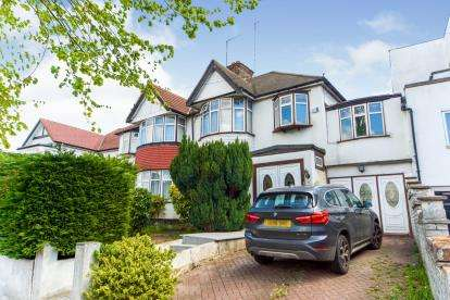 4 Bedrooms Semi Detached House for sale in Colney Hatch Lane, Muswell Hill, North London, United Kingdom