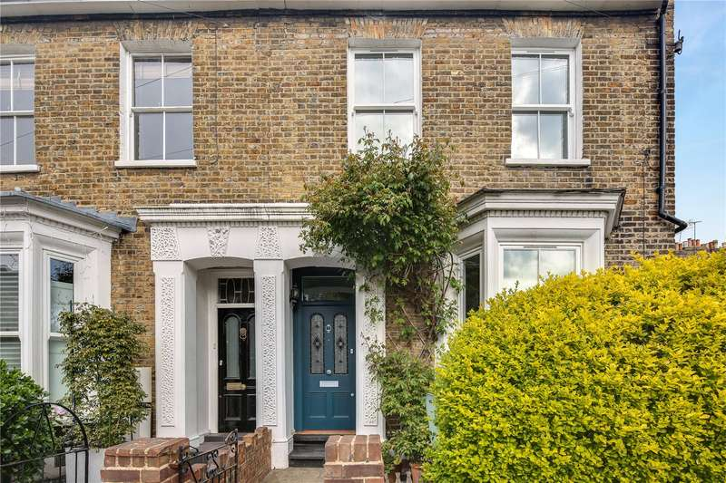 3 Bedrooms Semi Detached House for sale in Fassett Square, Hackney, London, E8