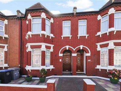 4 Bedrooms Terraced House for sale in Mora Road, Cricklewood
