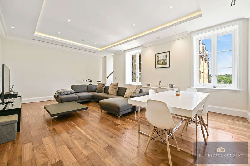 2 Bedrooms Flat for sale in Holborn Close, St Joseph's Gate