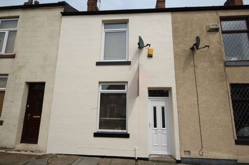 2 Bedrooms Property for rent in SOUTH VIEW, Bamford, Rochdale OL11 5HU