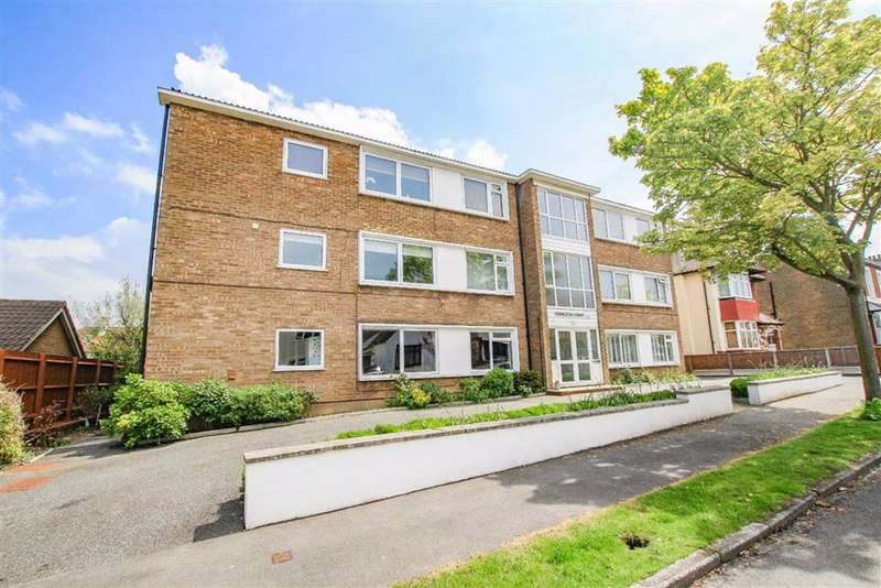 2 Bedrooms Flat for sale in Fernleigh Drive, Leigh On Sea