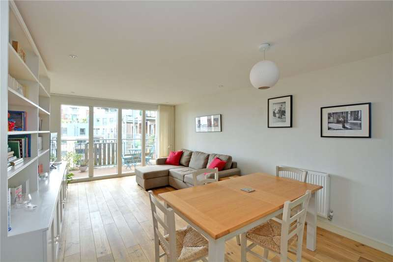 2 Bedrooms Flat for rent in Seren Park Gardens, London, SE3