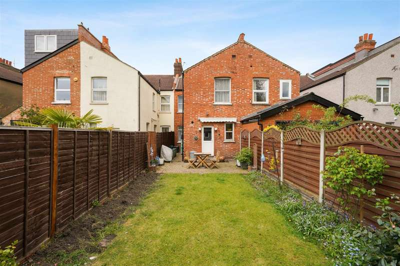 3 Bedrooms Terraced House for sale in Oxford Avenue, Wimbledon Chase