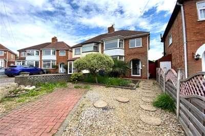 3 Bedrooms Semi Detached House for rent in Derron Avenue, South Yardley, Birmingham, B26
