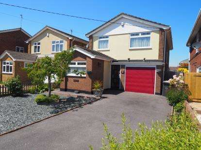 4 Bedrooms Detached House for sale in Rayleigh, Essex