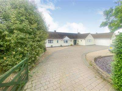 4 Bedrooms Detached Bungalow for sale in Oaks Road, Great Glen, Leicester
