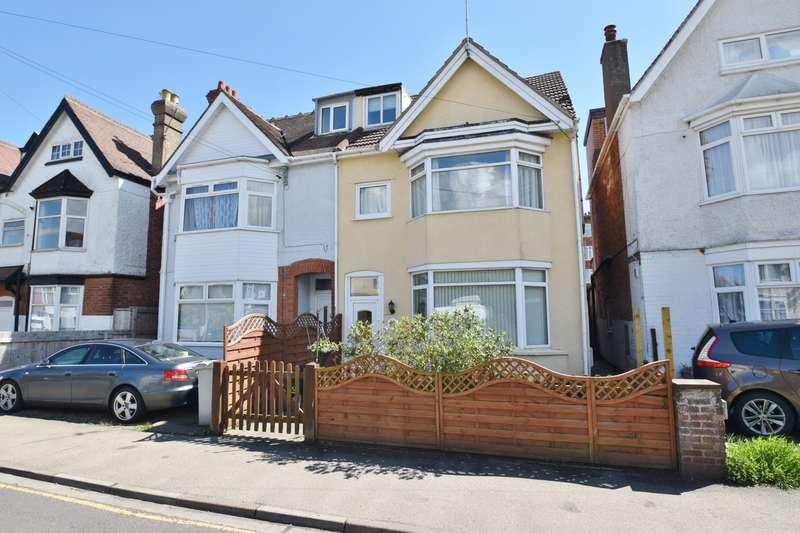 7 Bedrooms Semi Detached House for sale in Drummond Road, Skegness, PE25
