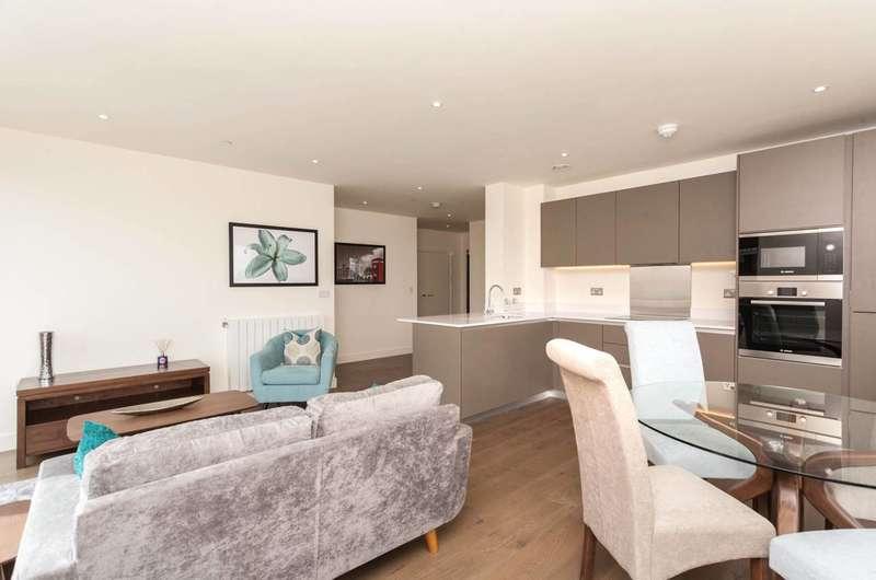 2 Bedrooms Flat for rent in New Warren Lane, Woolwich, SE18