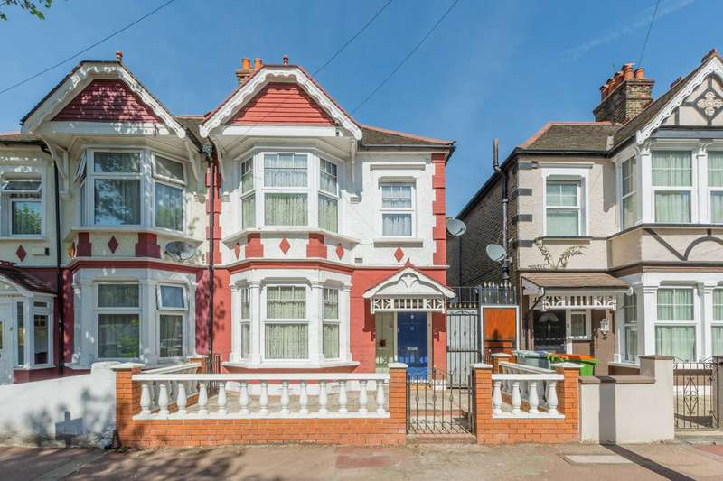 3 Bedrooms House for rent in Cotswold Gardens, Upton Park, E6