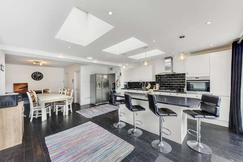 4 Bedrooms Terraced House for rent in Mawson Close, London SW20