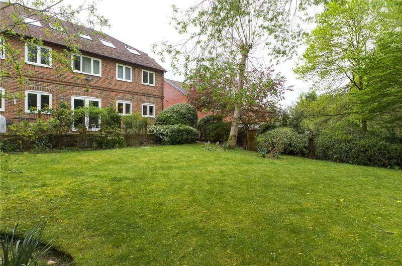 1 Bedroom Apartment Flat for sale in Stable Close, Burghfield Common, Reading, Berkshire, RG7
