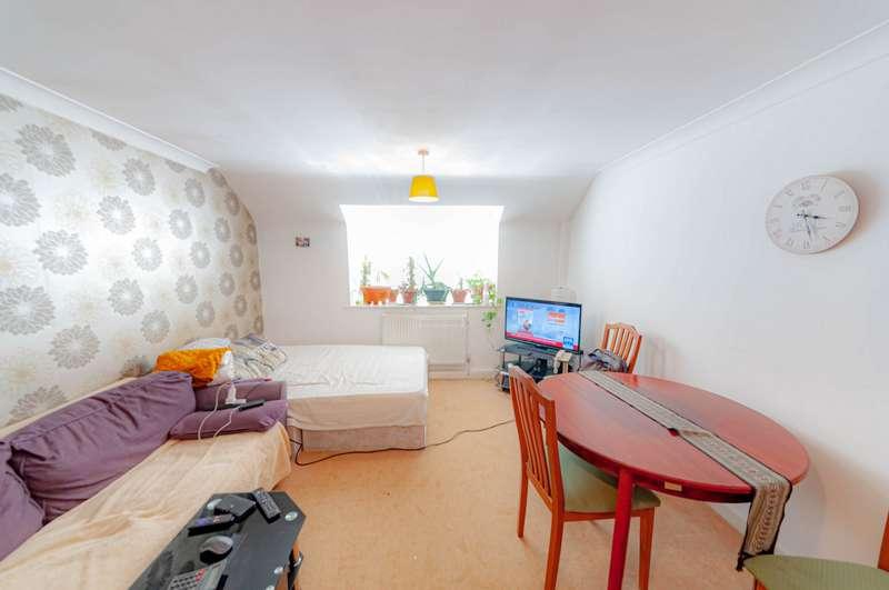 1 Bedroom Flat for sale in Courtyard Mews, Rainham, RM13