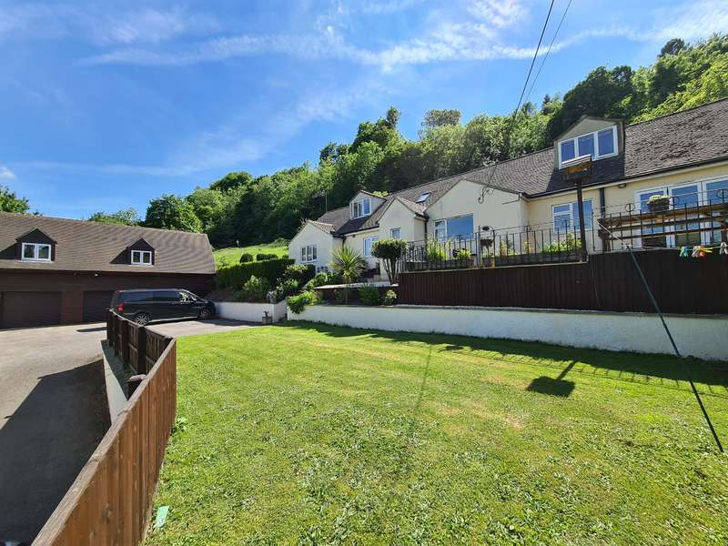 5 Bedrooms Detached House for sale in Bagpath, Brimscombe, Stroud, GL5 2SJ