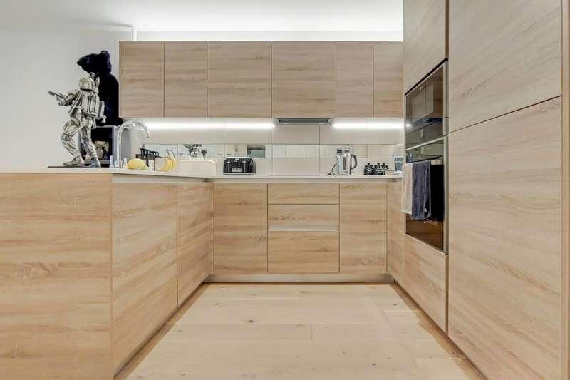 2 Bedrooms Flat for rent in Duke of Wellington Avenue, Woolwich, SE18
