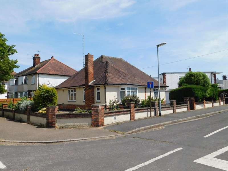 3 Bedrooms Detached Bungalow for sale in Lumley Avenue, Skegness, Lincs, PE25 2TH