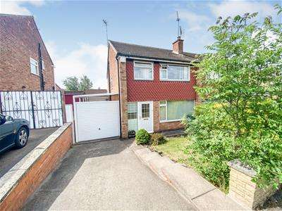 3 Bedrooms Semi Detached House for sale in Woodcote Road, Leicester
