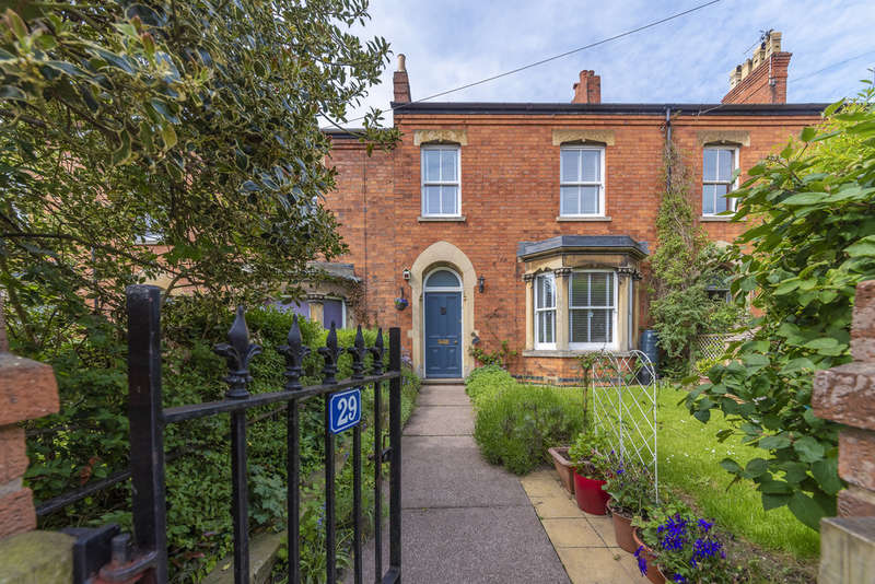 4 Bedrooms Terraced House for sale in Gladstone Terrace, Grantham