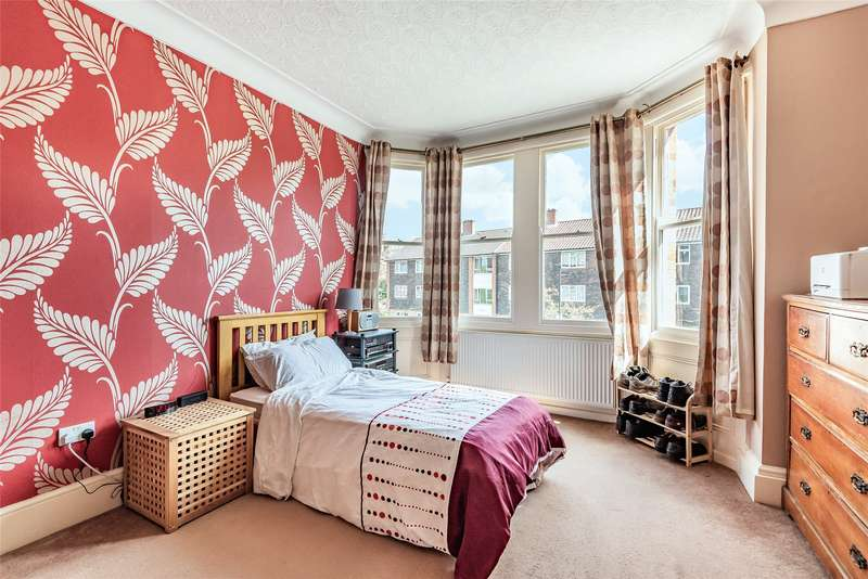 3 Bedrooms Flat for sale in Grasmere Road, London, SW16