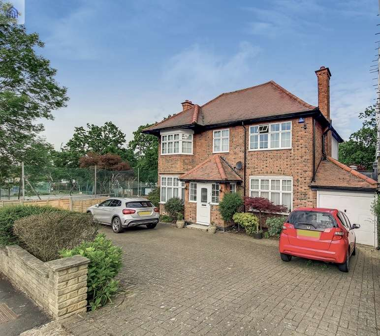 5 Bedrooms Detached House for sale in OAKFIELDS ROAD, GOLDERS GREEN, LONDON, NW11